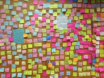 wall-postits-rosas.0.0