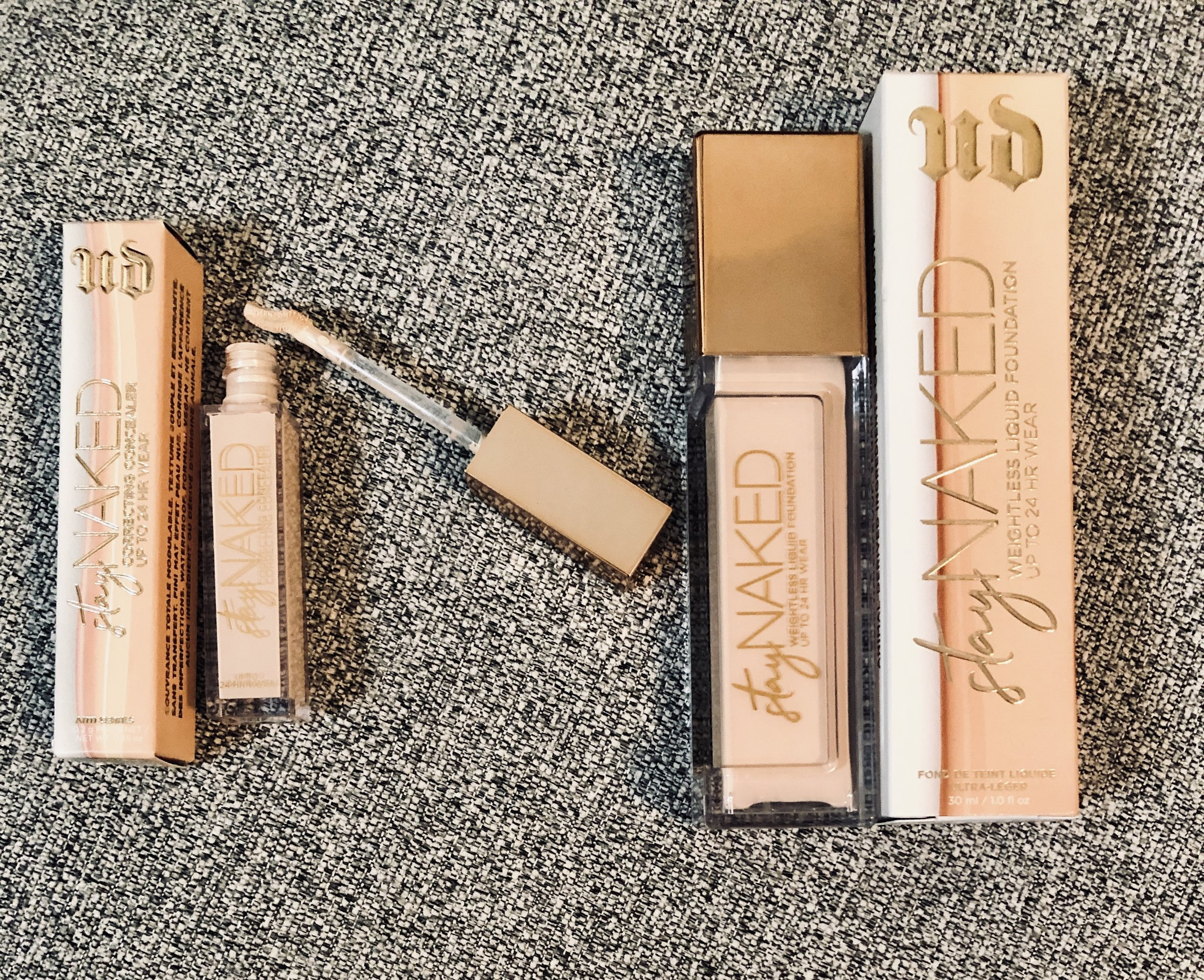 Ang Naked i feel naked: urban decay's stay naked foundation and
