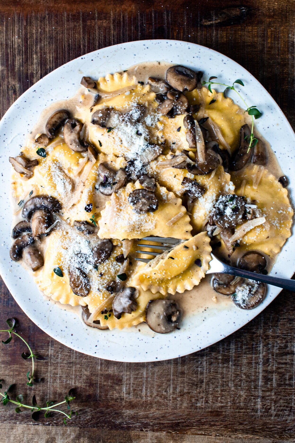 One Pan Mushroom Ravioli In A Marsala Cream Sauce Zestes Recipes