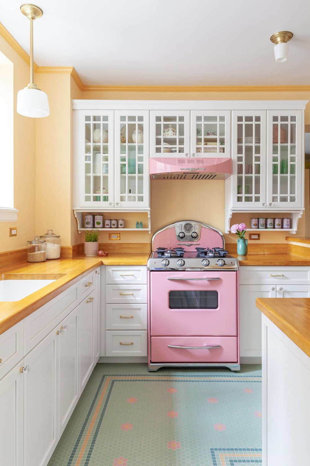 Incorporating Colorful Appliances Into Your Kitchen The