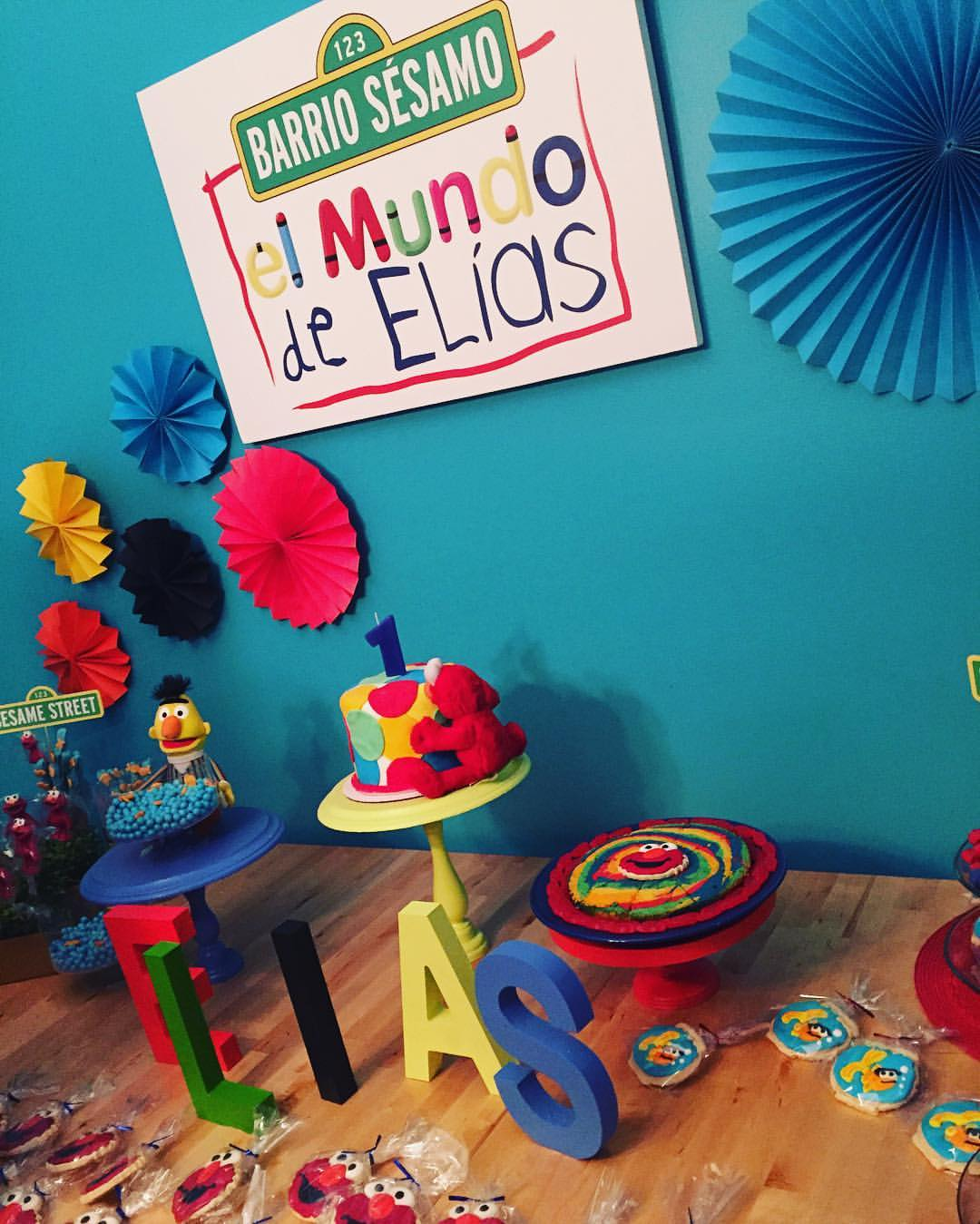 Awesome El Mundo de Elías birthday sign made by Nico