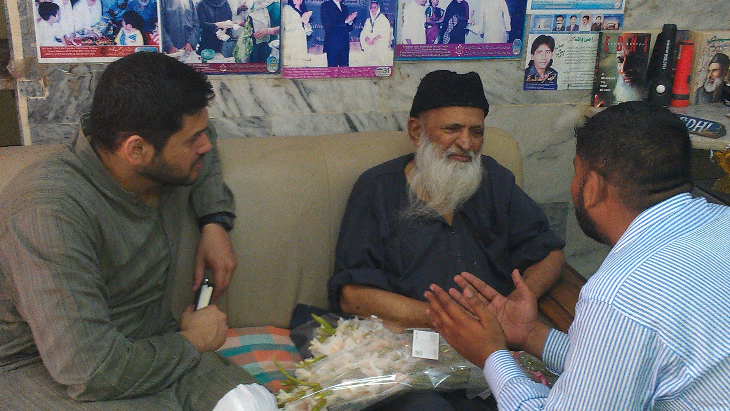 """Edhi sahab encouraging PTP, """"Aisa pehle kabhi Pakistan main kisi ne nahi kia"""""""