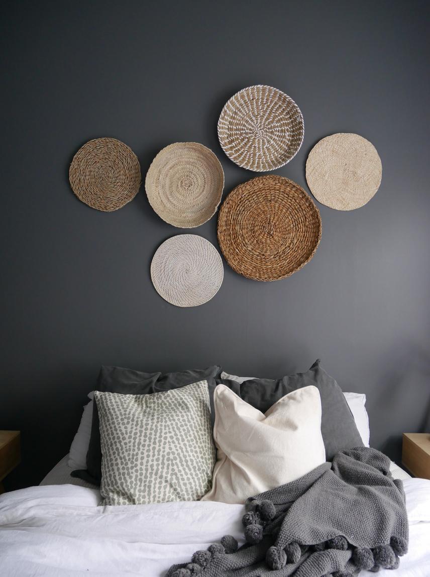Hanging wall baskets