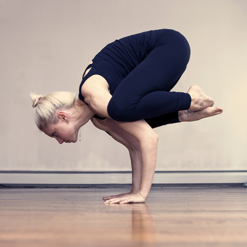 http://llyogasuperstar.com/post/41870018372/crow-pose-otherwise-known-as-bakasana-is-a