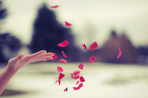 Image from http://www.beliefnet.com/columnists/everydayinspiration/2014/06/7-tips-to-let-go-of-yesterday-and-live.html