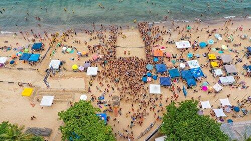 people-on-beach-watching-beach-volleyball-3772411.jpg