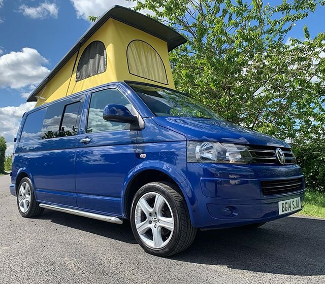 Awesome VW T5 pop-top roof conversion. We love their choice of yellow canvas which looks amazing with the blue. 🤟 . . . #campervan #camperlife #poptopcamper #poptop #vanlife #vwt5 #vwt5camper #transporter #vwbus #campervanconversion #vanconversion #conversionvan #vwt5transporter