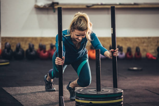 woman with weights crossfit knee brace