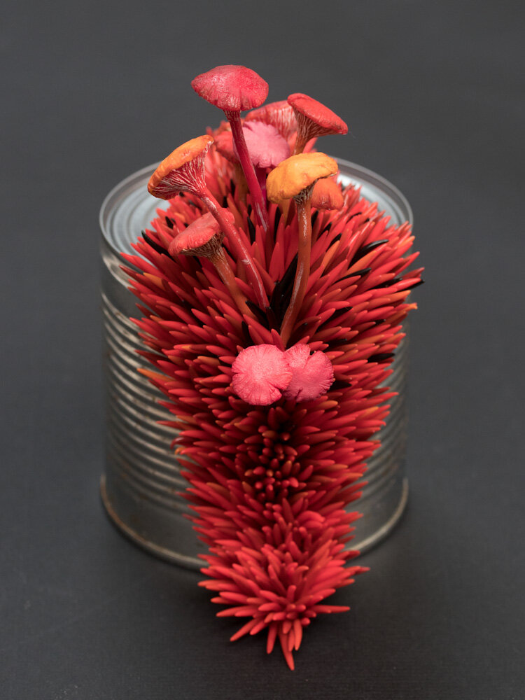 我可以:激情(红色),混合媒体雕塑,史蒂芬妮·基尔加斯特,2017年