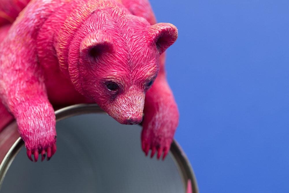 粉红偷看,粉红熊雕塑,2017,斯特凡妮·基尔加斯特