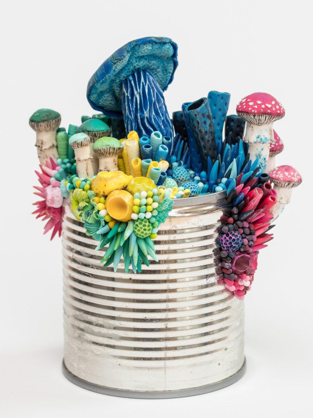 光明的成长,锡罐雕塑,2018年,斯蒂芬妮·基尔加斯特