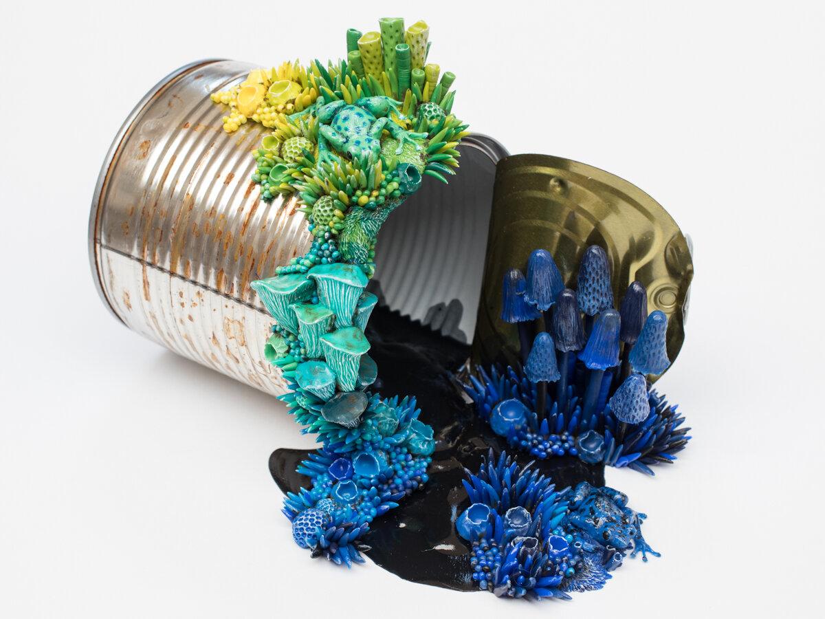 毒药艺术,锡罐雕塑,2018年,斯蒂芬妮·基尔加斯特