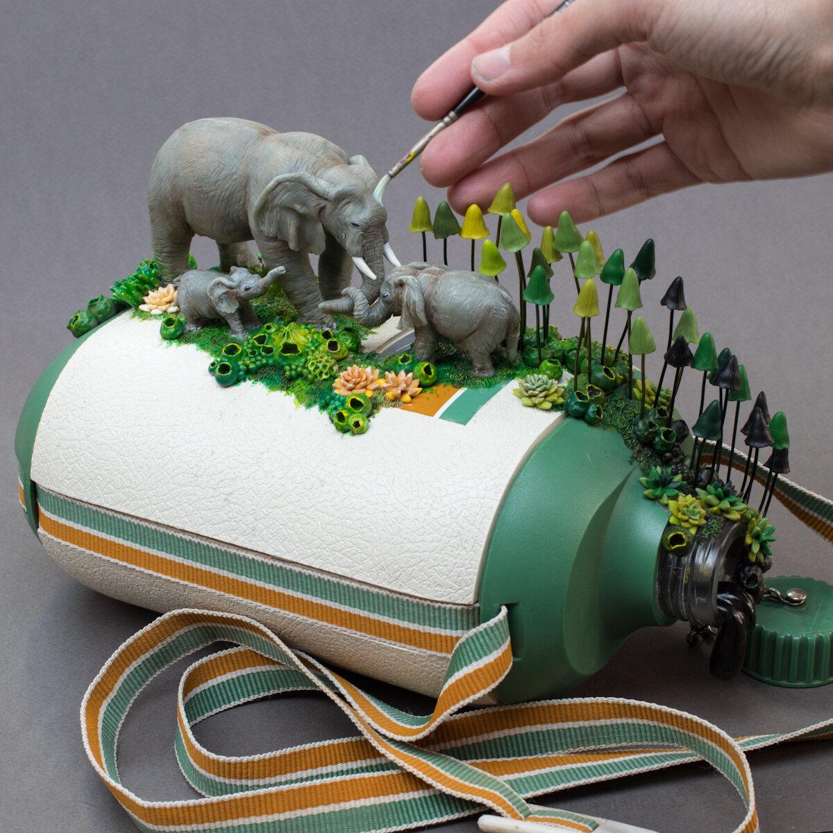 母亲(大象),节俭的塑料食堂雕塑,2019年