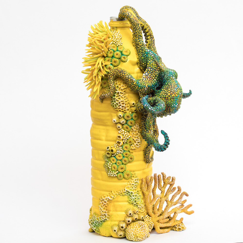 黄色探险(章鱼),塑料瓶雕塑,2020,斯蒂芬妮·基尔加斯特