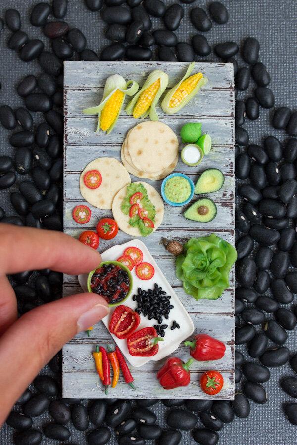 墨西哥美食,2015年,混合媒体微型雕塑,斯蒂芬妮·基尔加斯特(Stephanie Kilgast)