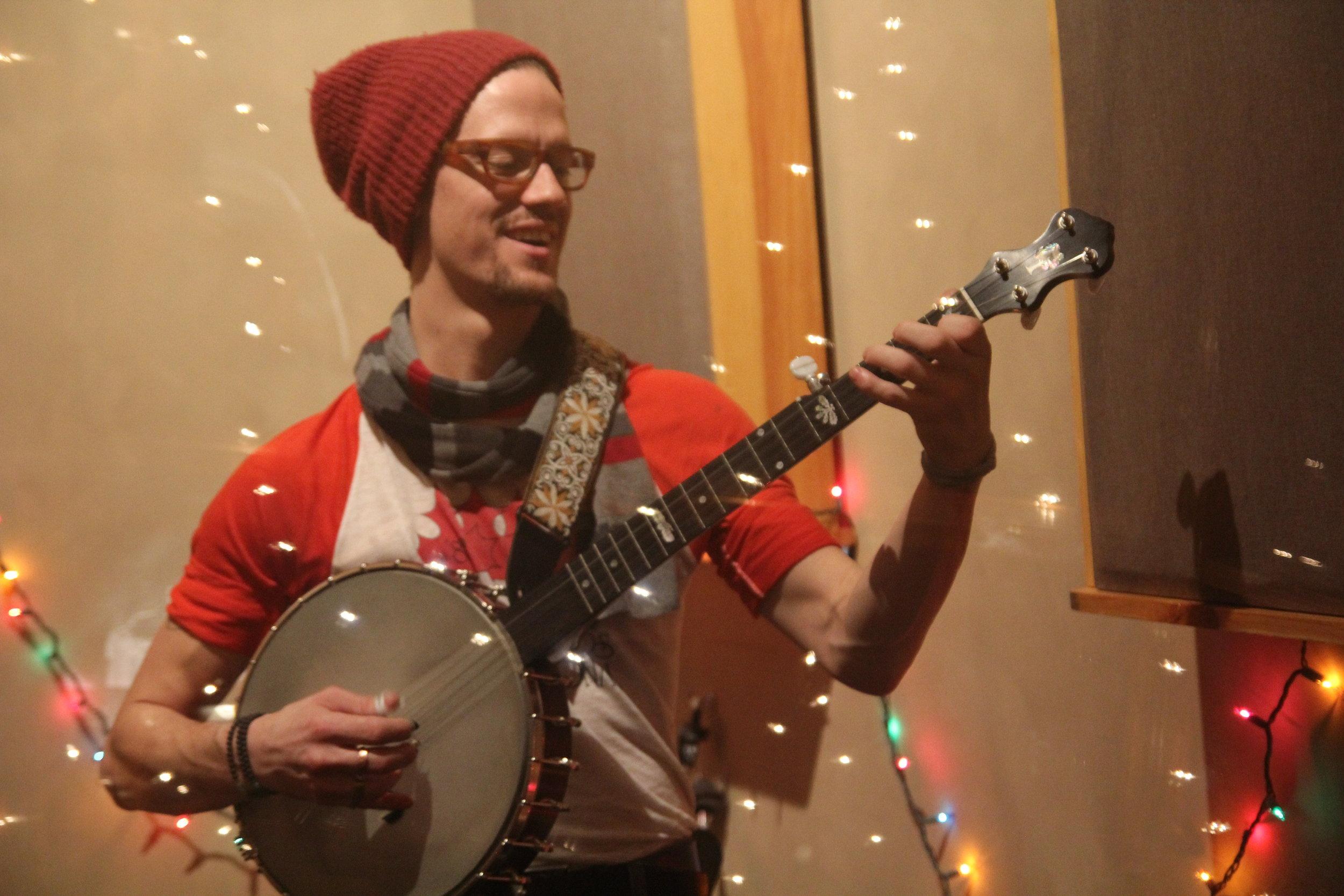 Daniel Kwiatkowski (DK) - Banjo and Electric Guitar. From Cheboygan, Michigan b@$*%tches. Likes 🎶🎭🌅✒️🌳🌎🌨🏒👷Timeless dinner attendees: