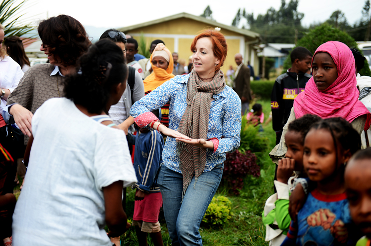 Jennifer Howze  practices her Ethiopian dance moves. She looks so graceful here, doesn't she?