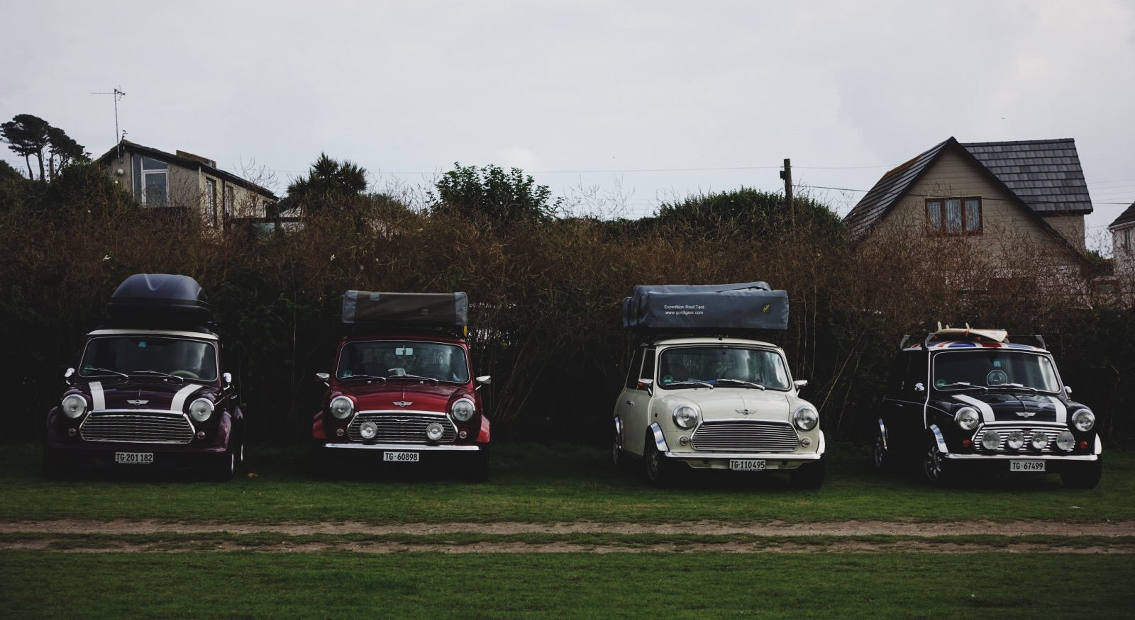 Cornwall is also known for surfing (although, as a Caribbean girl, why anyone would surf in those frigid waters is beyond me). This row of     Minis     with their surfboards on their roofs is possibly the most Cornish thing I've ever seen.