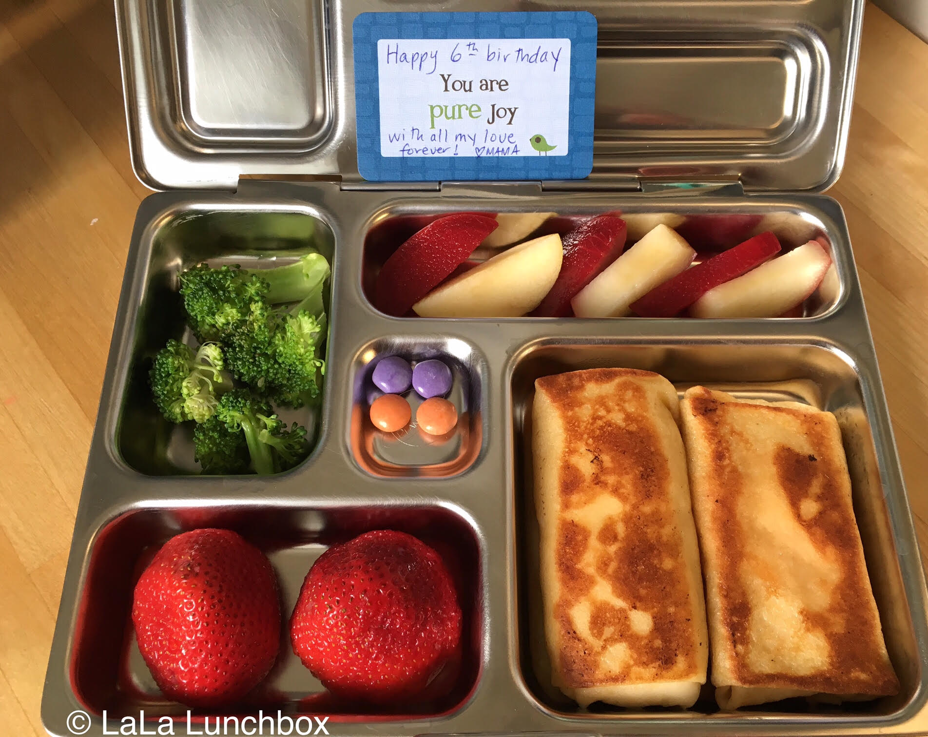 Cheese blintzes, nectarine and plum, strawberries, broccoli and a sweet chocolate treat. Does your kiddo have a summer birthday? We absolutely love the cards from  Lunchbox Love  - and not just for birthdays! They're regular accompaniments to lunches all year round here.