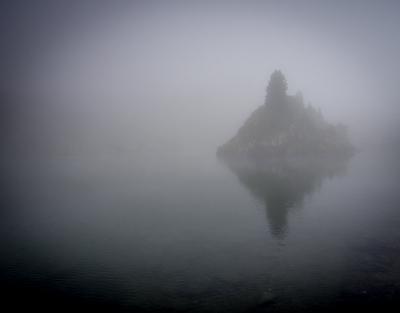 Lac Longet in the mist