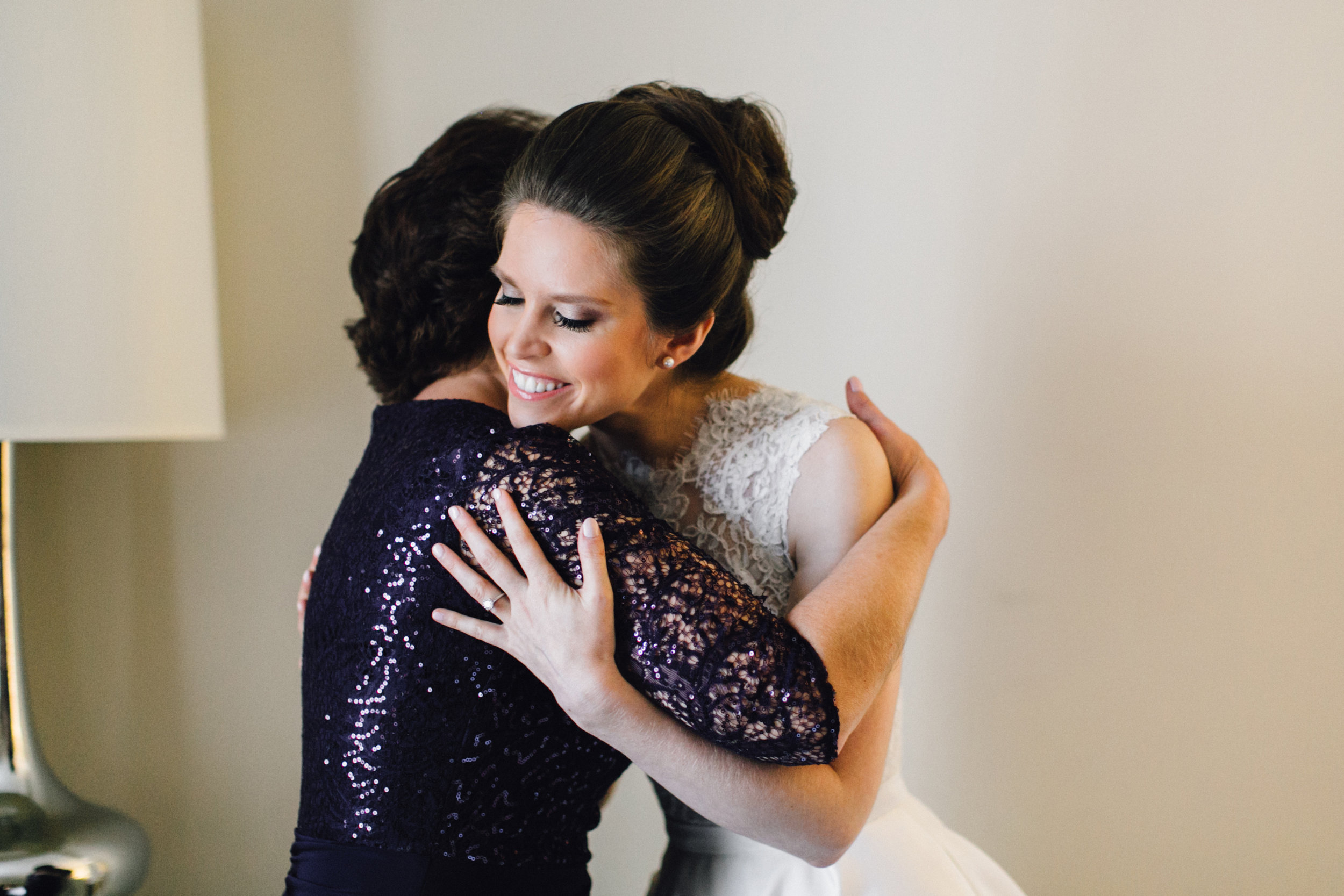 Bride hugging her mom - Maria Vicencio Photography Weddings