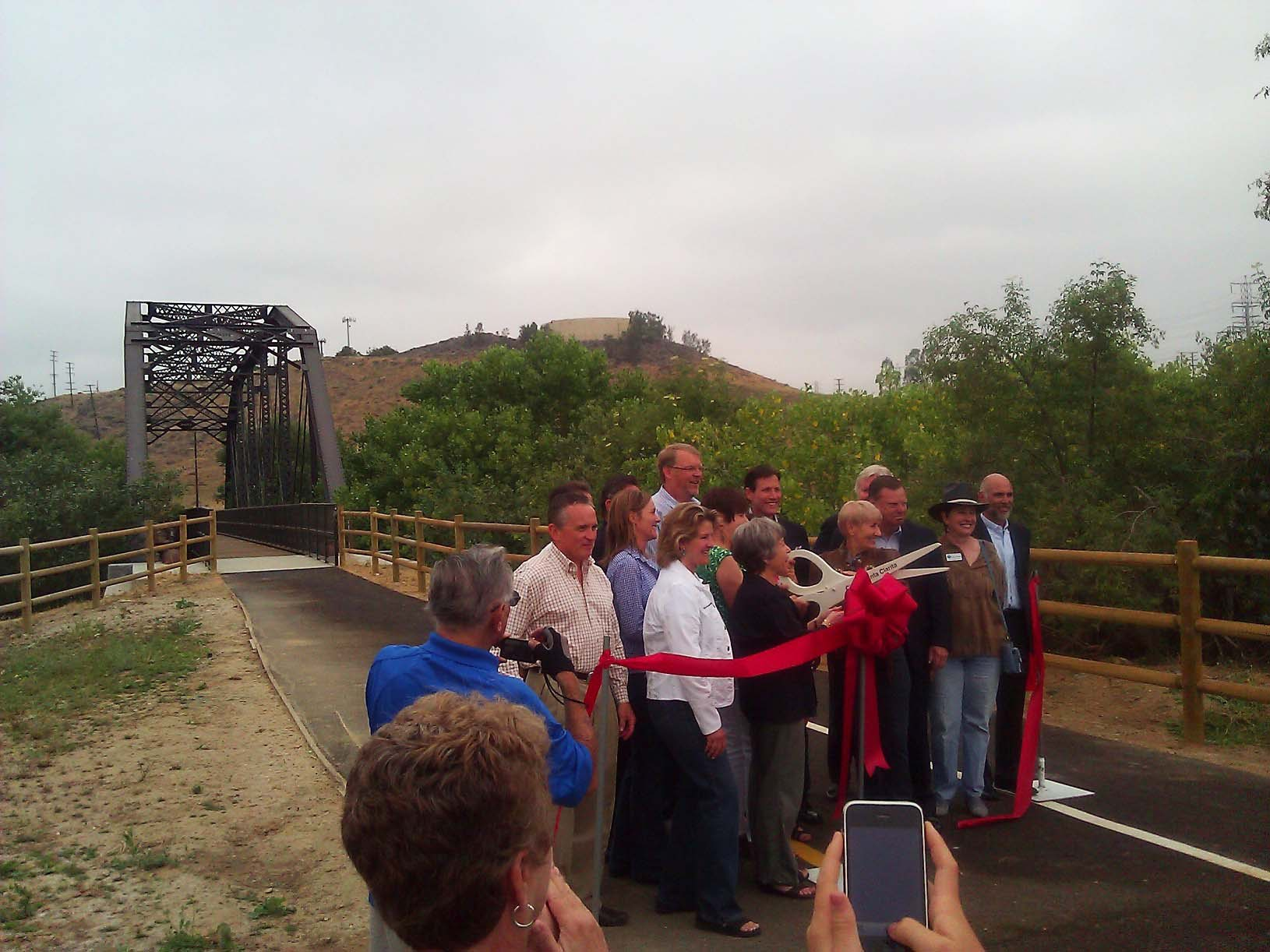 CITY AND NEWHALL LAND CUT THE RIBBON