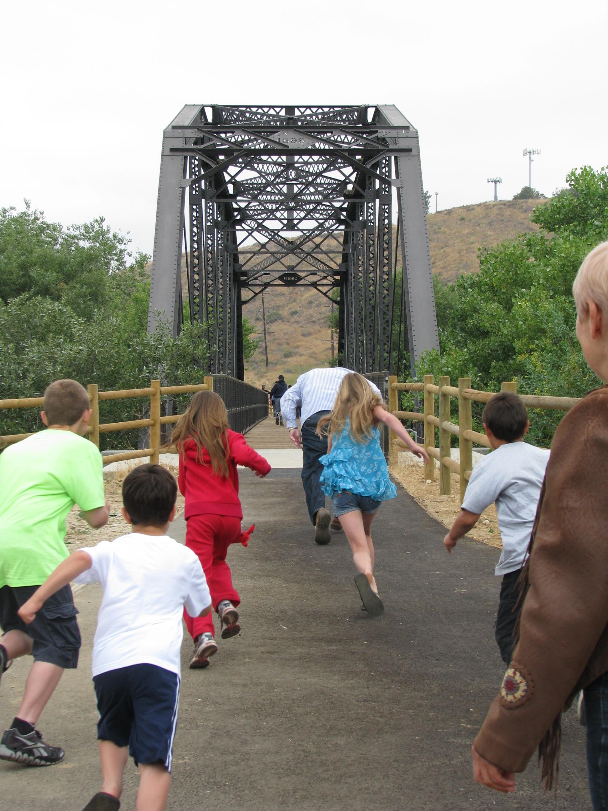 MAYOR RACES KIDS ACROSS BRIDGE