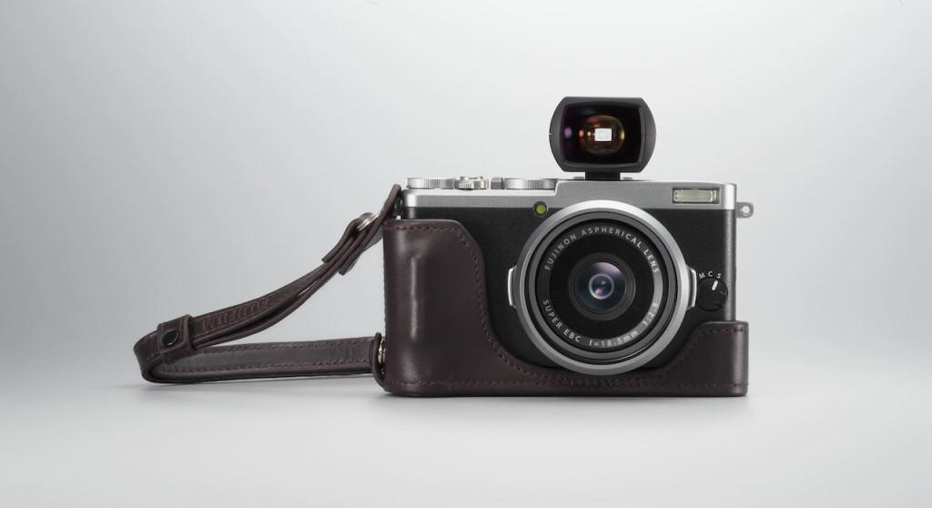 Fujifilm X70 med VF i blitzskoen.