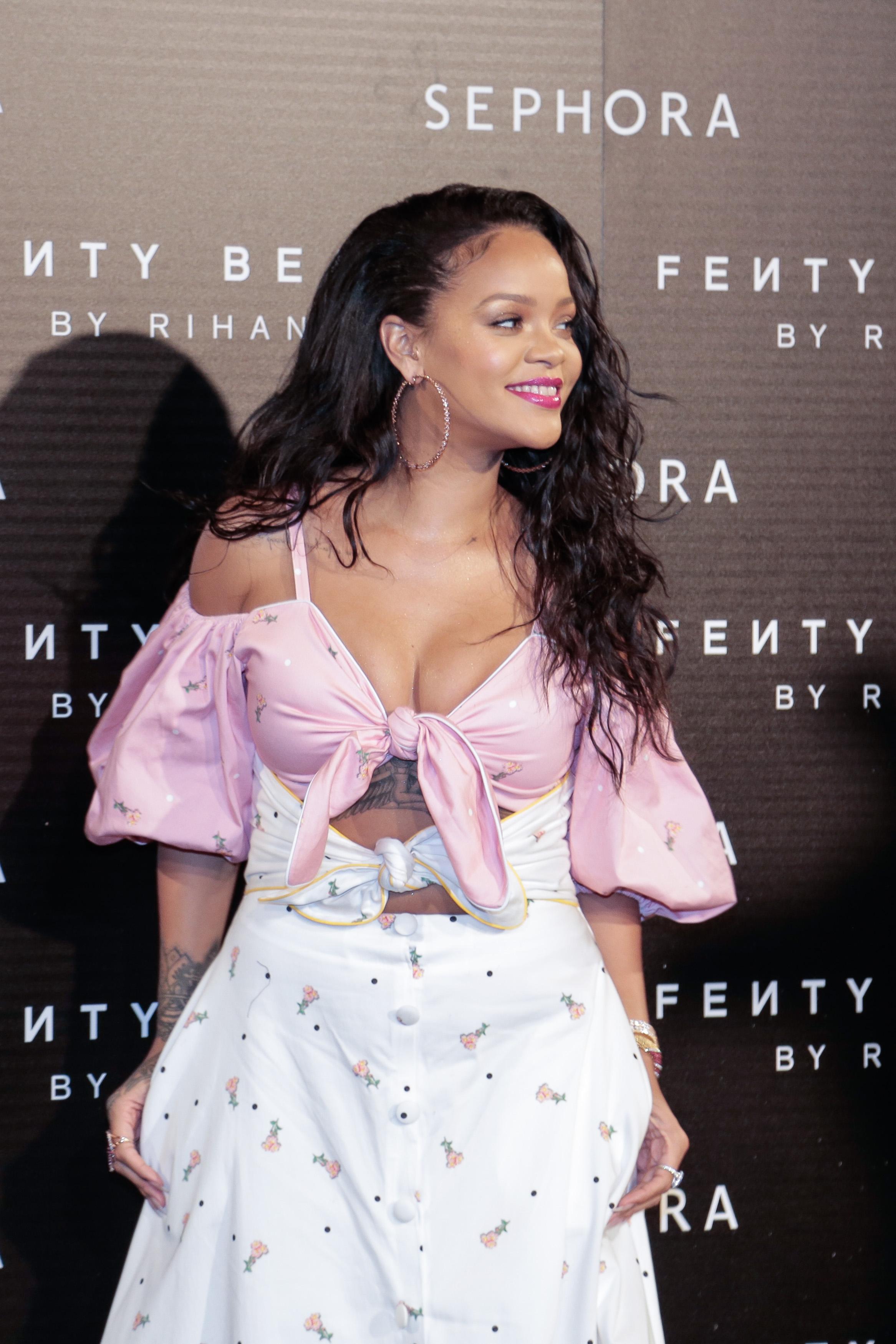 775049008EP069_Rihanna_Fent