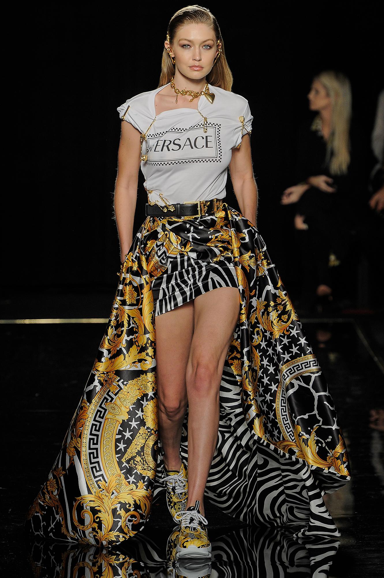 Versace_9_68_versace_runway_runway_00009.jpg