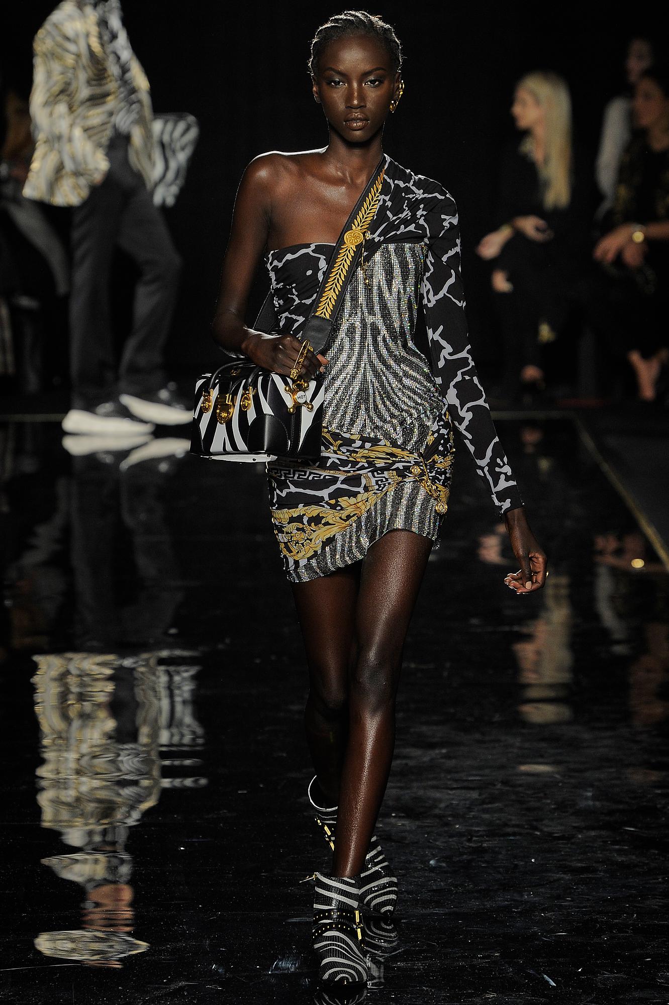 Versace_13_59_versace_runway_runway_00013.jpg
