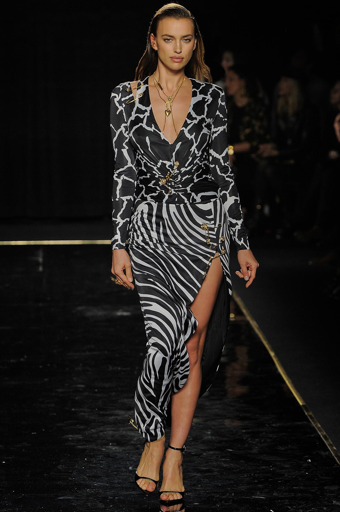 Versace_17_21_versace_runway_runway_00017.jpg