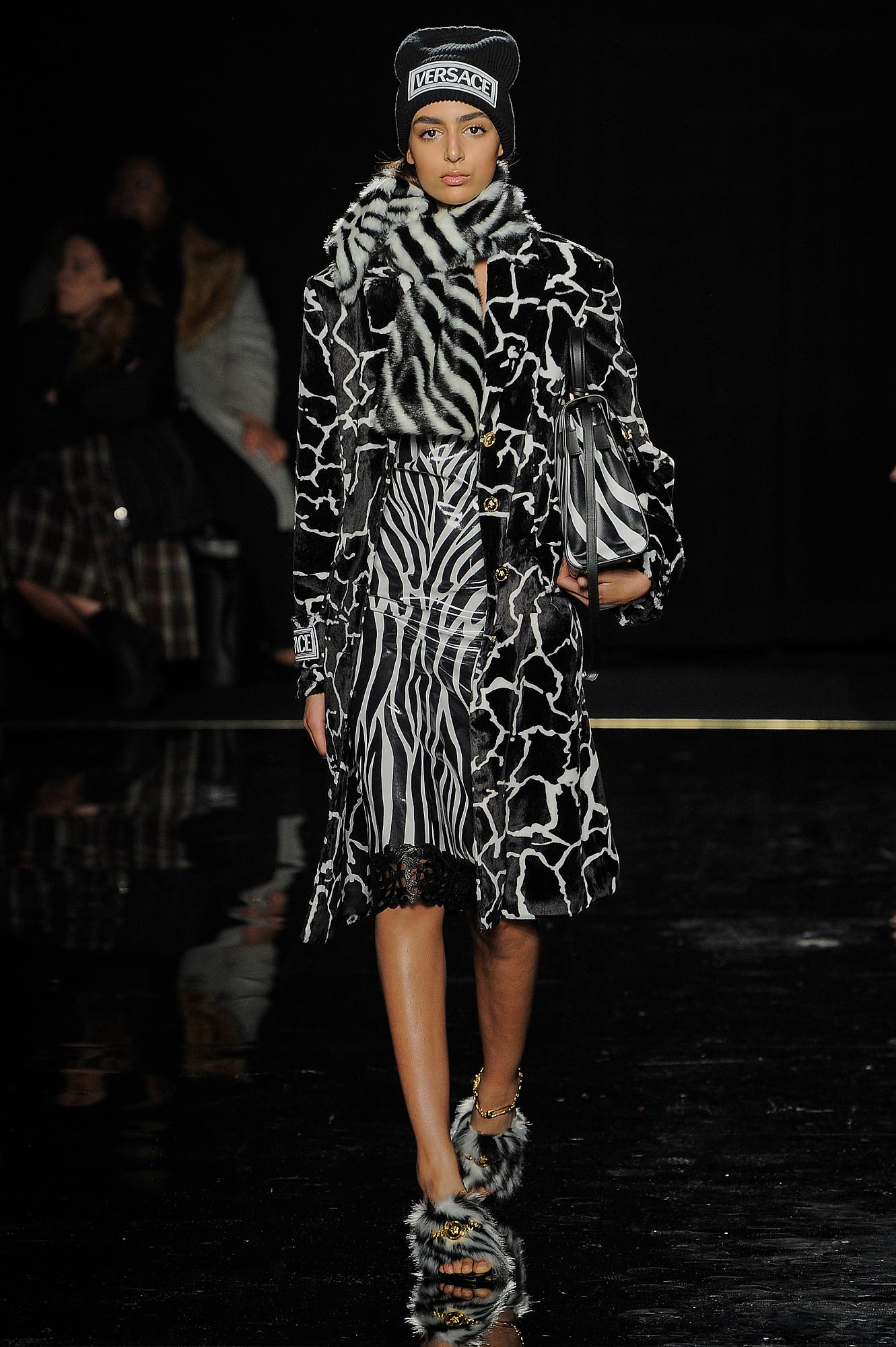 Versace_20_3d_versace_runway_runway_00020.jpg
