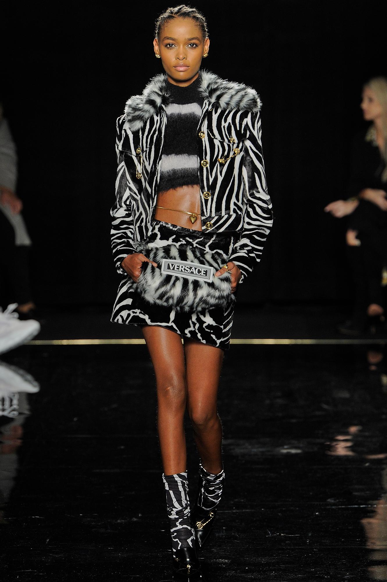 Versace_22_d9_versace_runway_runway_00022.jpg