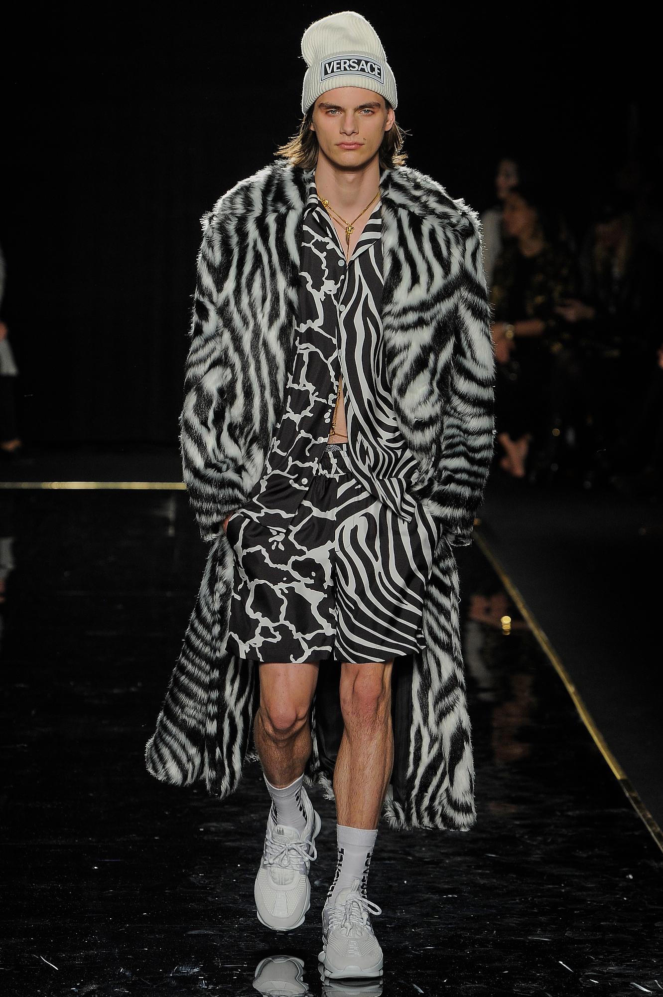 Versace_23_82_versace_runway_runway_00023.jpg