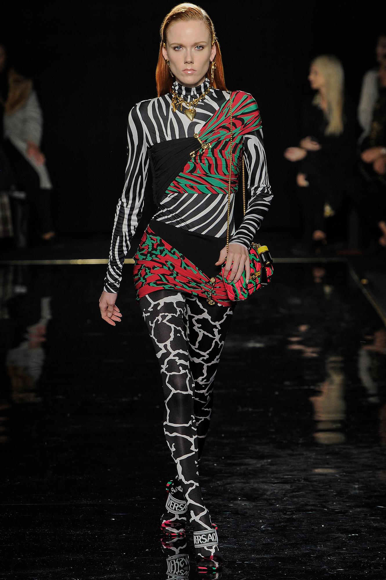 Versace_26_21_versace_runway_runway_00026.jpg