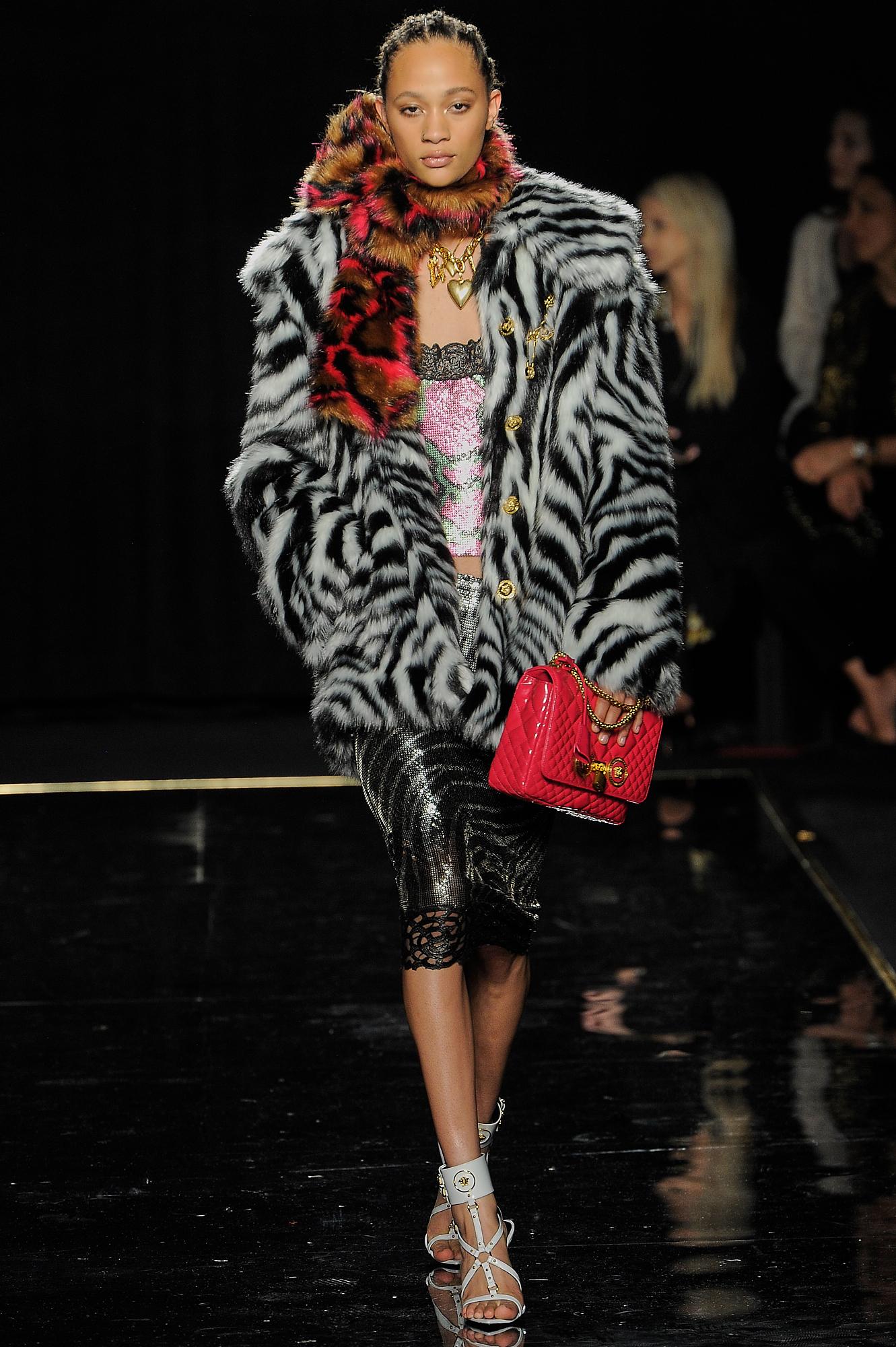 Versace_27_0d_versace_runway_runway_00027.jpg