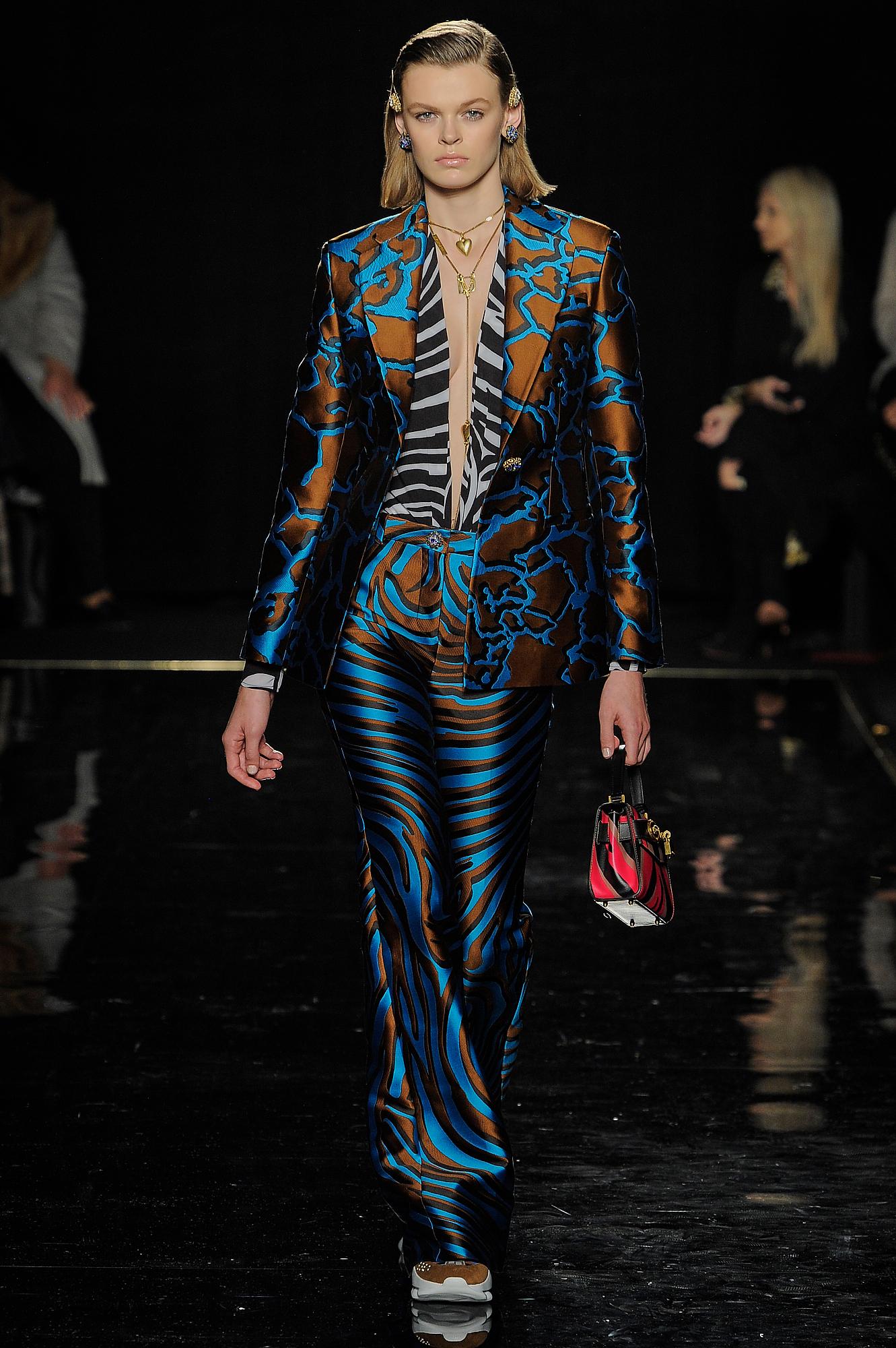 Versace_31_42_versace_runway_runway_00031.jpg