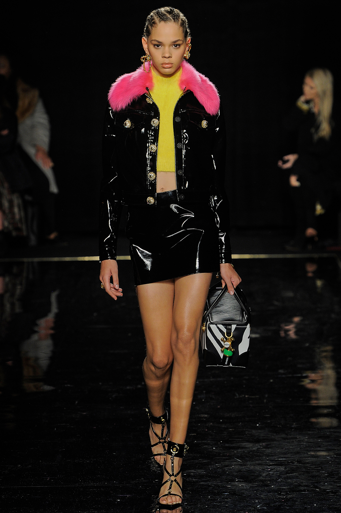 Versace_35_7d_versace_runway_runway_00035.jpg