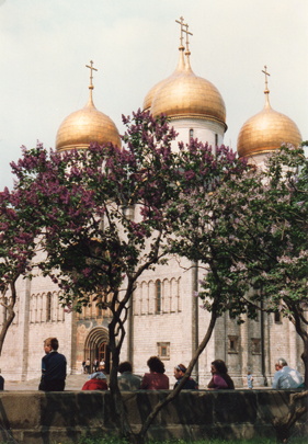 Lilacs and gold domes, Old Moscow in springtime, 1988 (photo: Rami Schandall)