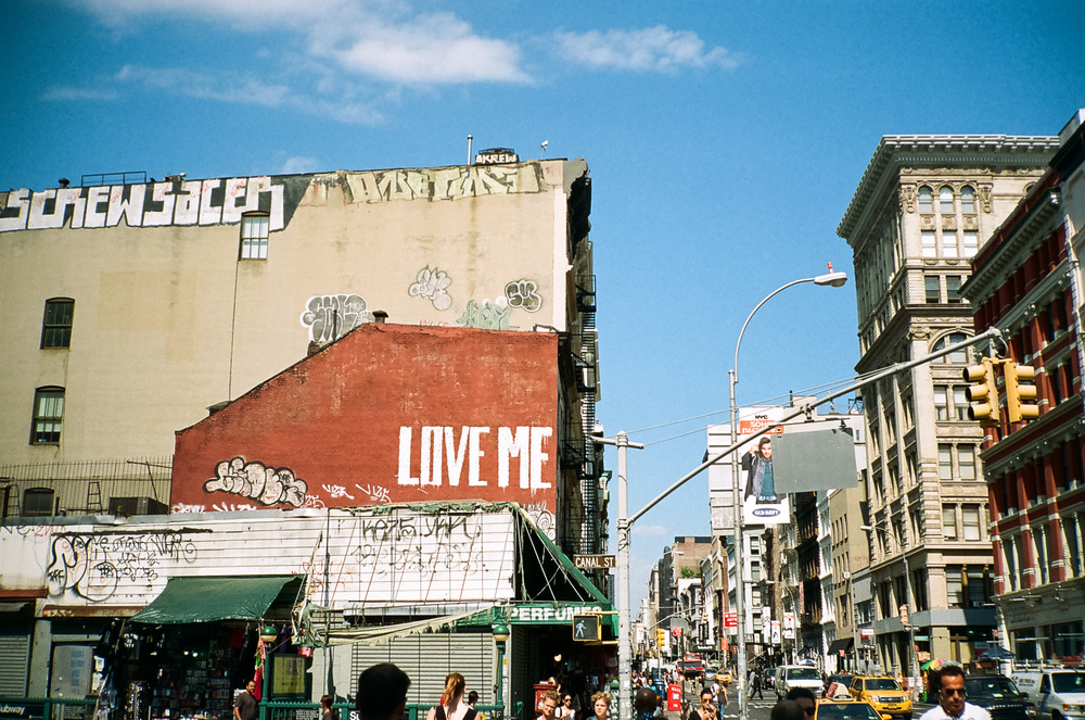22d3c-11-newyorkfashionweek-lovemenyc-kodakgold400.jpg