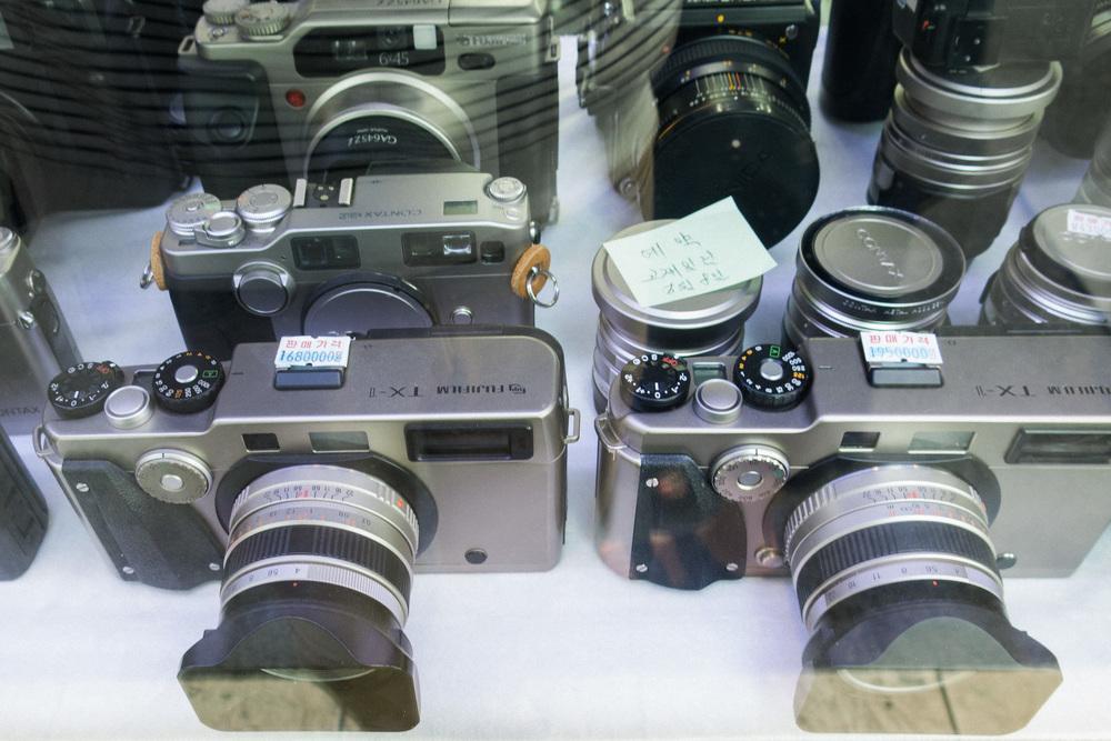 eae60-inside-camera-stores-asia-stalman-31.jpg