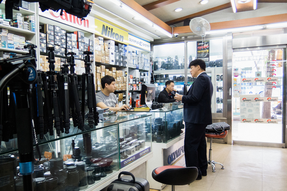 78b26-inside-camera-stores-asia-stalman-34.jpg