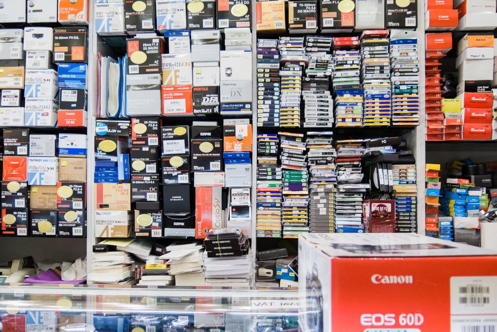 2968b-inside-camera-stores-asia-stalman-35.jpg