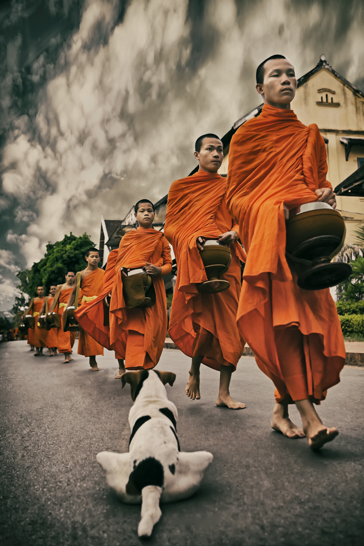Laos-Offering_of_the-Alms.jpg
