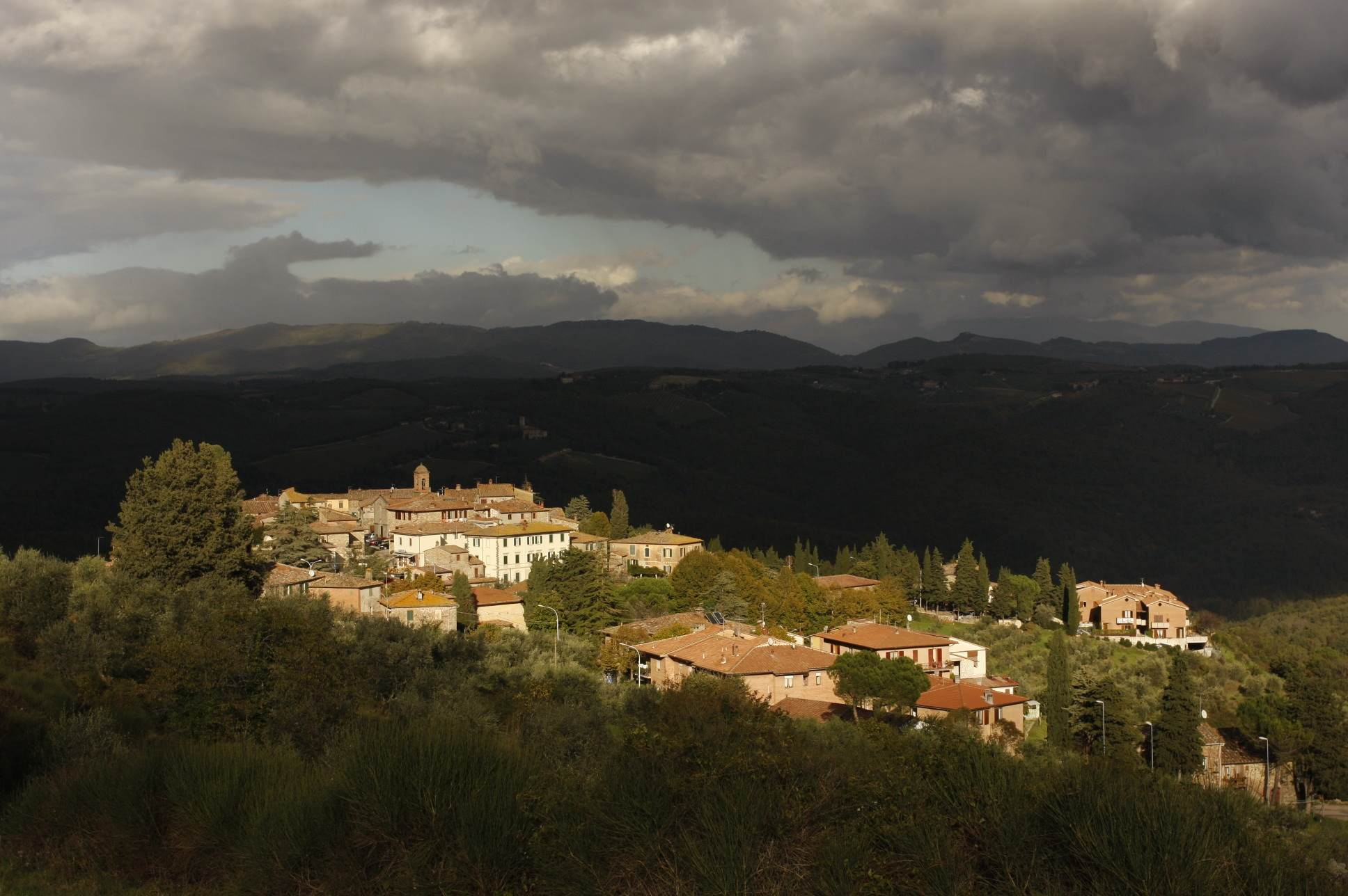 A scenic view of the charming Tuscan town of Vagliagli, Italy.