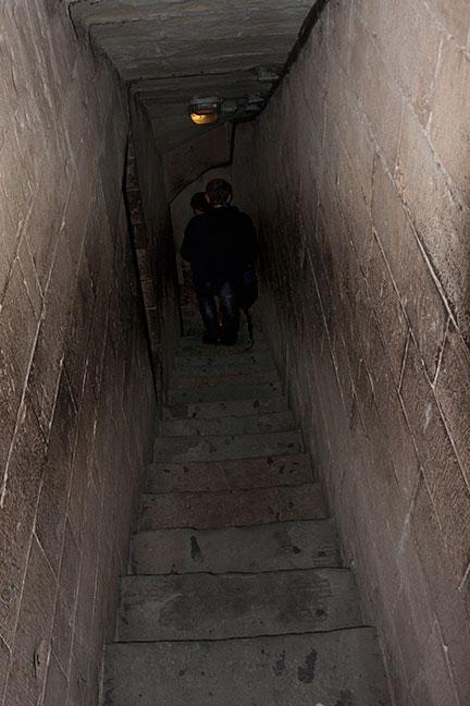 narrow_steps_2.jpg