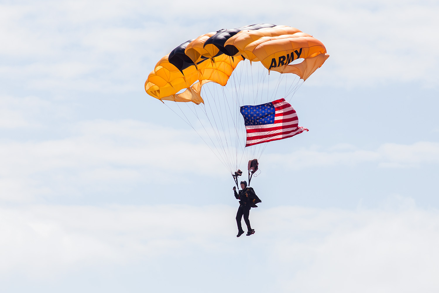 The Golden Knights dropped in with the American flag for the National Anthem.