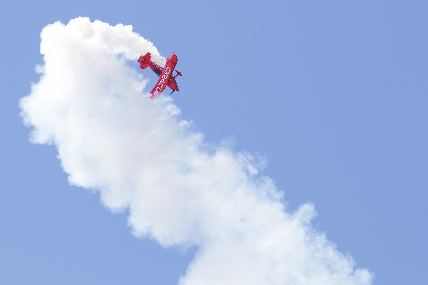 Sean D. Tucker put on a tremendous performance with daring maneuvers in his bi-plane, the Oracle 3.