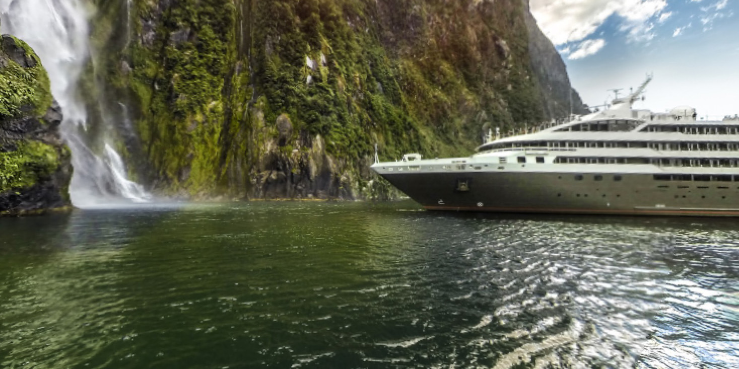 NZ: Milford Sound - Approaching Stirling Falls